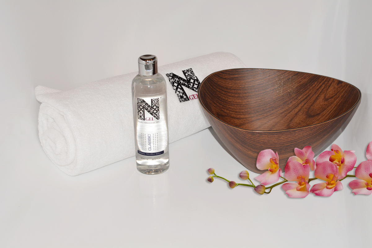 Nuru wooden bowl and bath towel